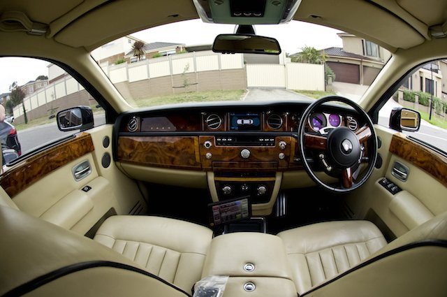 ROLLS-ROYCE_white